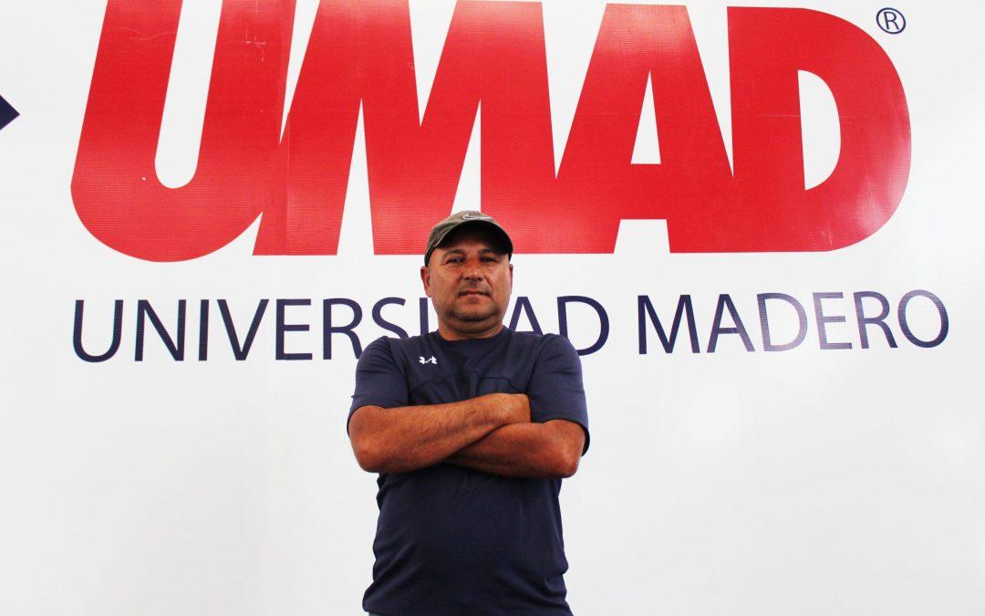 Julio Abel Alcázar cumple una década al frente del equipo de fútbol soccer de la UMAD